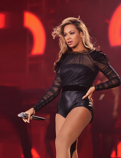 07.beyonce-onstage-sound-for-change-june-2013-getty_GA