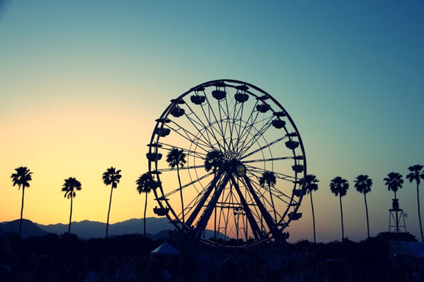 Luxury Packing Guide : 5 Accessories You Need to Bring to Coachella