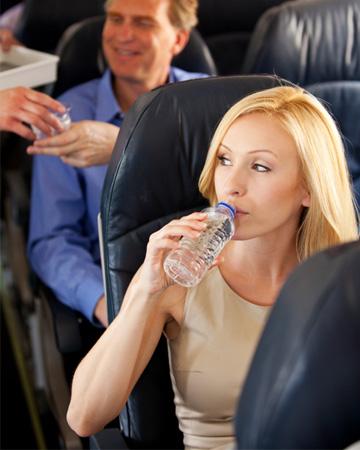 woman-drinking-water-on-plane-vert