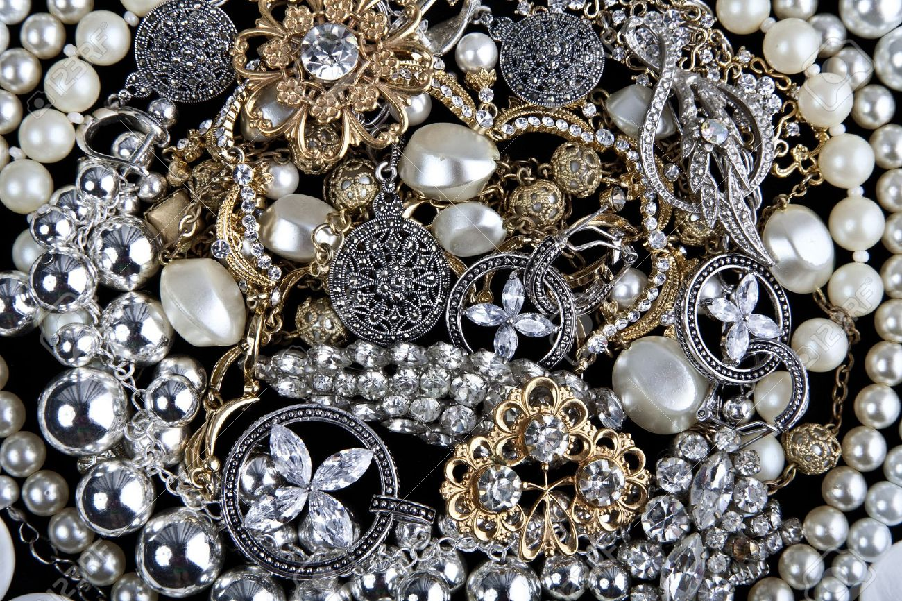 How To Build A Beautiful Jewelry Collection